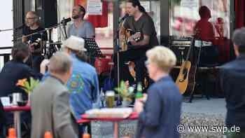 Kultur Open Air Metzingen: Sommerliche Leichtigkeit mit Madaus & Band vor dem Kulturforum - SWP