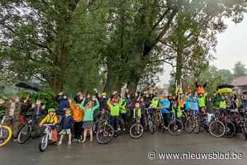 """Actievoerders vragen veilige fietsverbinding: """"Angst om hier te fietsen, zeker met kinderen"""" - Het Nieuwsblad"""