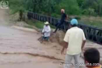 Rescatan a abuelo en Ajalpan tras ser arrastrado por la lluvia   e-consulta.com 2021 - e-consulta