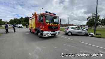 Hautmont: une camionnette sur le flanc après une collision avec une voiture - La Voix du Nord