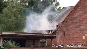 Stenen bijgebouw aan woning uitgebrand, aanpalende villa gev... (Koekelare) - Het Nieuwsblad