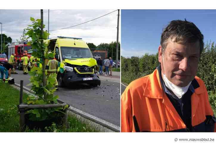 """Ambulanciers snel terug aan werk na ongeval, maar fel onder de indruk: """"Reservewagen in gebruik om 600 ritten te garanderen"""""""