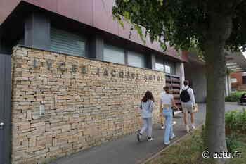 Melun. Peu d'élèves devant le lycée Jacques Amyot pour les résultats du Bac 2021 - La République de Seine-et-Marne