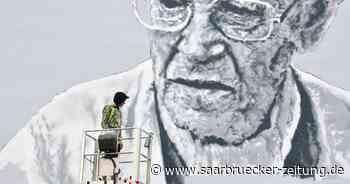 Street-Art Schiffweiler: Hendrik Beikirch ehrt Walter Bernstein mit Porträt - Saarbrücker Zeitung
