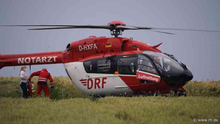Unfall auf Bauernhof in Bad Boll: 9-Jähriger von Heuballen begraben - RTL Online