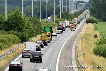 Uur aanschuiven op E313 naar Antwerpen na twee aanrijdingen - Het Nieuwsblad