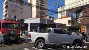Falha mecânica em caminhonete 'trava' trânsito no Centro de Presidente Prudente - G1