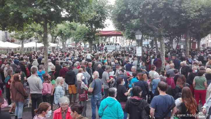PHOTOS - Des centaines de personnes rassemblées à Saint-Jean-de-Luz pour dénoncer l'agression d'un bascophone - France Bleu
