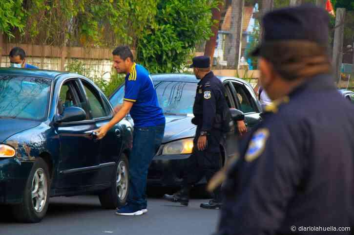 Policía ejecuta amplio operativo en Apopa para búsqueda de joven privado de libertad por pandilleros - Diario La Huella