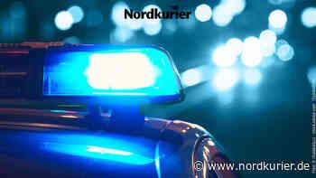 Fahrer verursacht Riesenschaden auf Parkplatz in Neustrelitz - Nordkurier