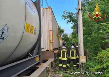 Sesto Calende Albero su un treno merci, a Sesto Calende chiudono tutti i passaggi a livello - varesenews.it