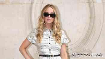 Ein Hemdkleid, wie das von Jennifer Lawrence, tragen wir im Sommer von morgens bis abends - VOGUE Germany