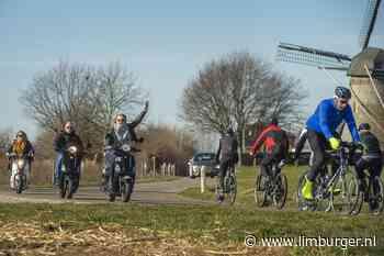 Motorpolitie controleert gedrag fietsers in het Heuvelland - De Limburger