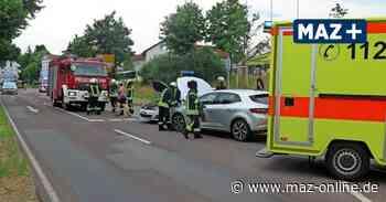 Zwei Autos kollidiert am Dienstagabend bei Unfall mitten in Bad Belzig - Märkische Allgemeine Zeitung