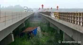Barranca: camión choca con tractor, cae de puente Pativilca, y deja dos heridos - El Comercio Perú