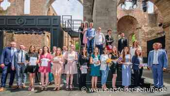 222 Abiturienten und Fachabiturienten der Modellschule Obersberg in Bad Hersfeld verabschiedet - hersfelder-zeitung.de