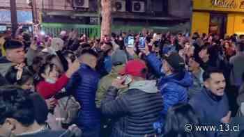 Masiva fiesta clandestina en plena calle en barrio Bellavista - 13.cl
