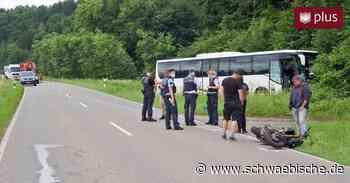 Unfall zwischen Kutsche, Motorrad und Bus auf der K 7708 - Schwäbische