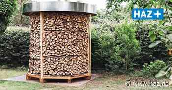 Burgwedel Thönse: Holzfigur im Garten ist eine Holzmiete - Hannoversche Allgemeine