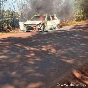 Vehículo se incendia en plena marcha en Los Cedrales - ABC en el Este - ABC Color