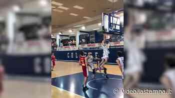 Basket, gli ultimi secondi del College Borgomanero sono uno show - Video - La Stampa
