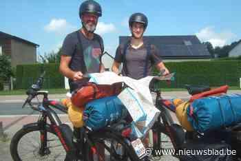 """Vader en zoon fietsen zij aan zij naar Compostella: """"Zeventien dagen trappen voor het goede doel"""""""
