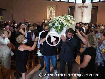L'abbraccio di Monteveglio alla 15enne uccisa da un coetaneo - Corriere della Sera