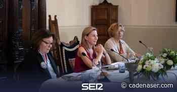 Eva García Sáenz de Urturi cierra el ciclo de Aquitania en Santiago - Cadena SER