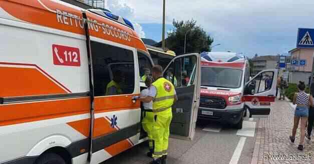 Laives, terrore per strada: un uomo aggredisce i passanti con sassi e bastonate, nove feriti - VIDEO - l'Adige - Quotidiano indipendente del Trentino Alto Adige