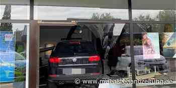 Geländewagen fährt in Frontscheibe eines Reisebüros in Bocholt - Münsterland Zeitung