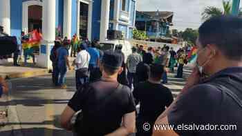 Extrabajadores cierran alcaldía de Apopa, exigen reinstalo o pago total de indemnización - elsalvador.com