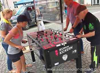 Kickerturnier auf dem Schloßhof in Ottweiler - Saarbrücker Zeitung