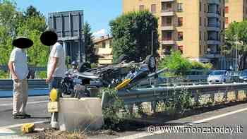 Auto si ribalta all'ingresso della tangenziale a Usmate, soccorsi per un 59enne e lunghe code - MonzaToday
