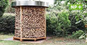 Burgwedel Thönse: Holzfigur im Garten ist eine Holzmiete - Neue Presse