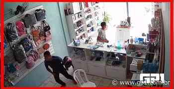 Câmeras flagram bandidos fazendo arrastão em loja de celulares em Timon - GP1