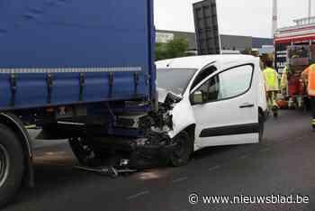 Bestuurder rijdt achteraan in op vrachtwagen: lange file op E17 richting Antwerpen