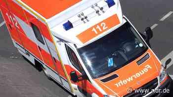 Autounfall auf B210 im Kreis Aurich: Fünf Menschen verletzt - NDR.de