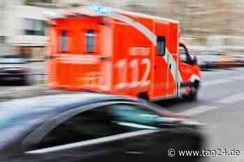 Oberursel in Hessen: Alfa Romeo mit Kleinkind (3) an Bord überschlägt sich und landet auf Gleisen, dann rollt ein Zug an - TAG24