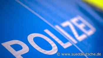 Mann fährt zu schnell hinter Polizeiwagen: Kontrolle - Süddeutsche Zeitung