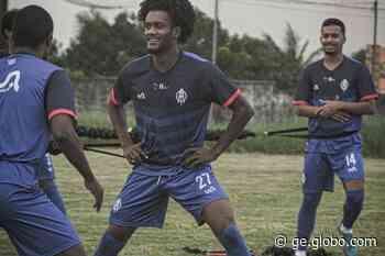 Talles marca o primeiro gol com a camisa do Itabaiana, comenta adaptação e função de ala - globoesporte.com
