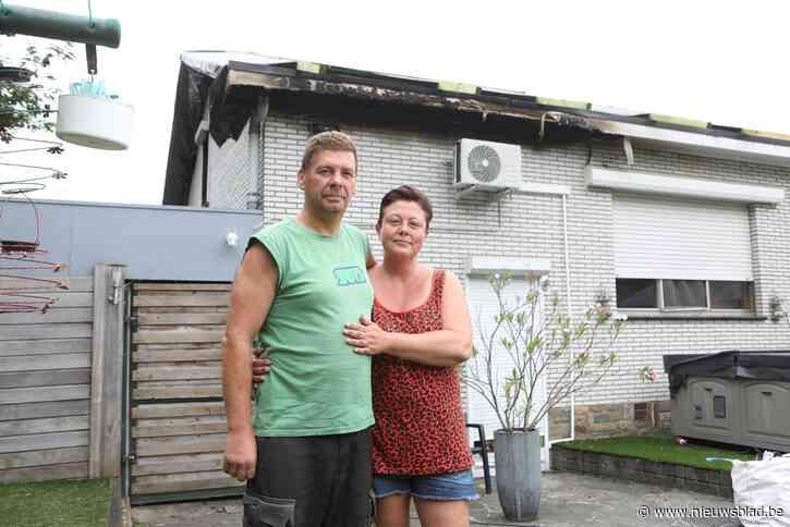"""Lizel en Steven slapen in bijgebouw na verwoestende brand: """"Alle spullen van onze overleden zoon zijn vernield"""""""