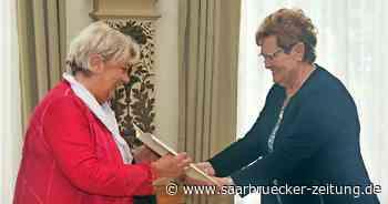 Monika Weis aus Schiffweiler bekommt das Bundesverdienstkreuz am Bande. - Saarbrücker Zeitung