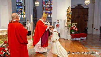 Haar: 31 Jahr und Priester: Junger Mann erklärt, warum er sein Leben der Kirche widmet - Merkur.de