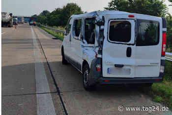 A29 bei Wardenburg: Lkw-Fahrer übersieht Transporter auf Standstreifen und kracht gegen BMW - TAG24
