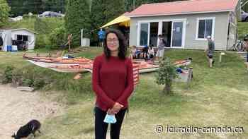 Spéculation et locations touristiques créent une rareté de logements à L'Anse-Saint-Jean - ICI.Radio-Canada.ca