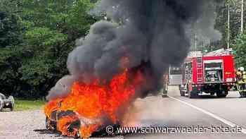 Feuerwehreinsatz in Vöhrenbach - Sportwagen fängt während der Fahrt Feuer - Schwarzwälder Bote