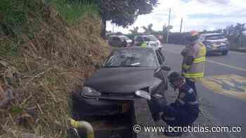 Accidente en la vía a Neira deja dos lesionados - BC Noticias