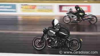 La Triumph Bonneville Bobber la plus rapide du monde en action ! - Caradisiac.com