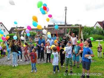 Geisingen: Kinder feiern mit Luftballons: Geisingen eröffnet neuen Spielplatz in der Banatstraße - SÜDKURIER Online