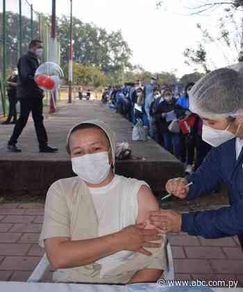 Masiva participación en la jornada de vacunación en Carapeguá - Nacionales - ABC Color